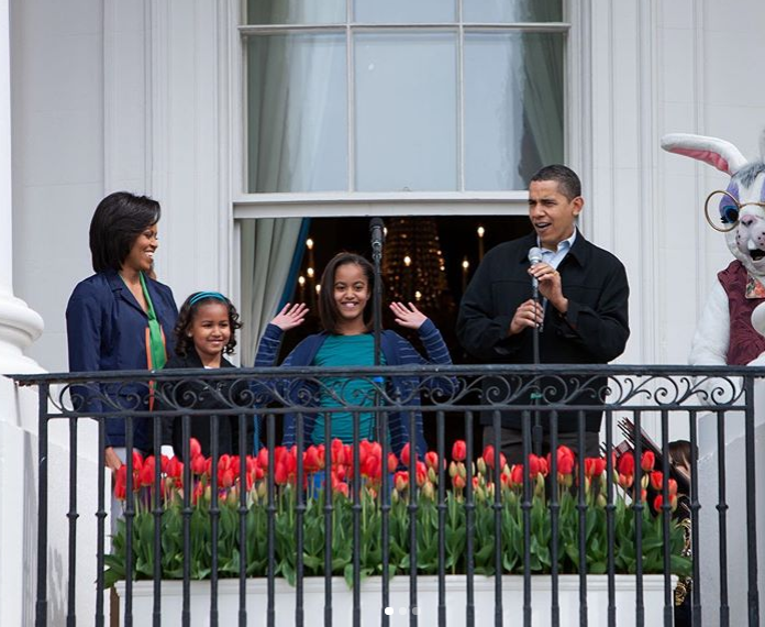 Michelle Obama and Barack Obama with family