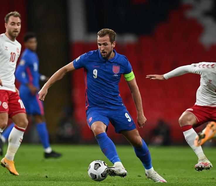 Captains the England national team Harry Kane